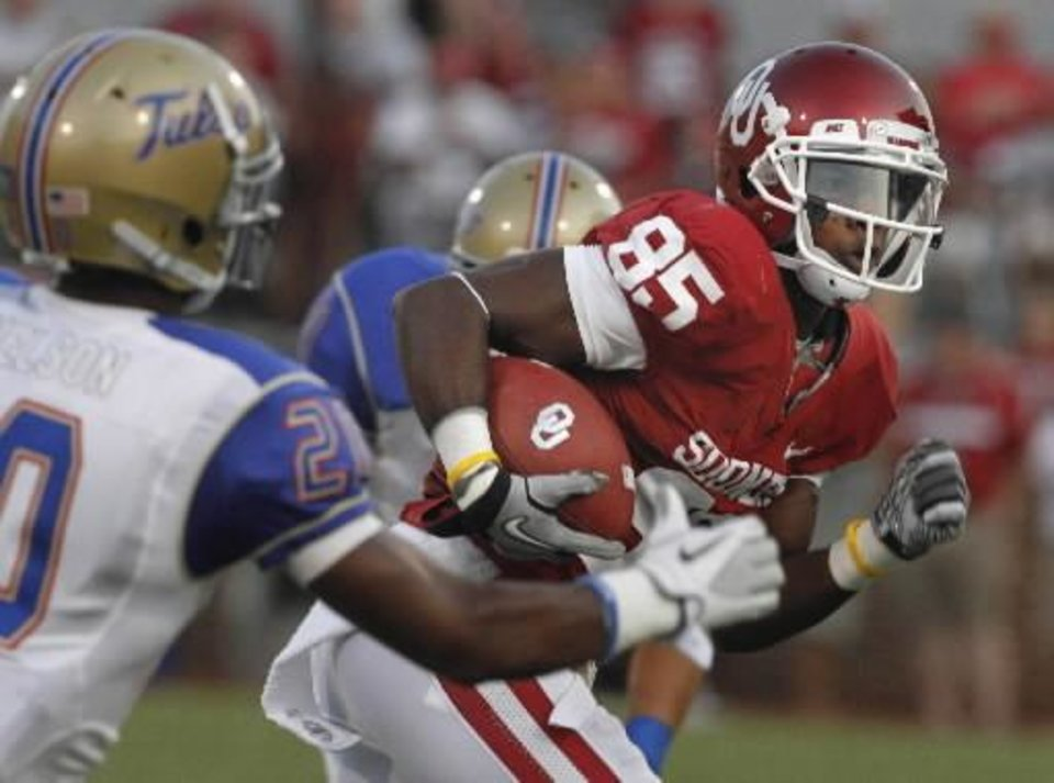 Photo - Oklahoma's Ryan Broyles (85) runs after a catch during the first half of the college football game between the University of Oklahoma Sooners ( OU) and the Tulsa University Hurricanes (TU) at the Gaylord Family-Memorial Stadium on Saturday, Sept. 3, 2011, in Norman, Okla. Photo by Steve Sisney, The Oklahoman ORG XMIT: KOD