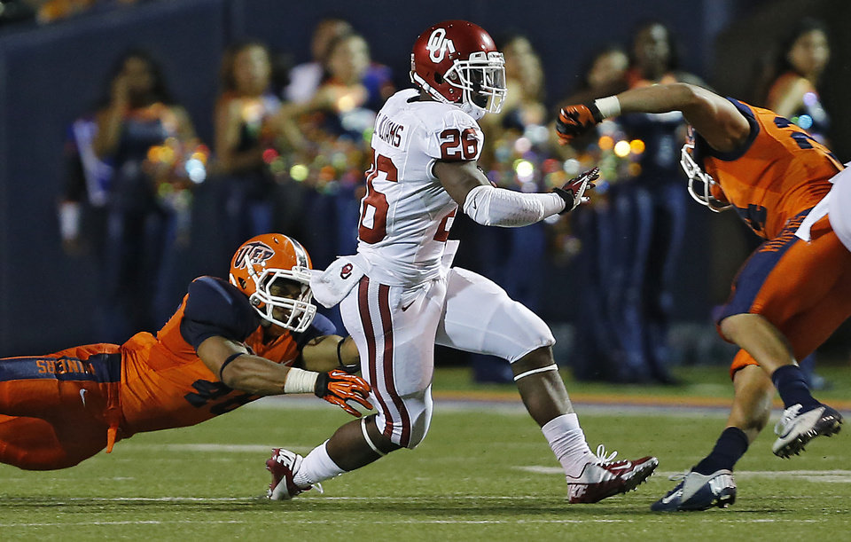 Photo - Oklahoma Sooners running back Damien Williams (26) runs by UTEP Miners linebacker Aubrey Alexius (48) and UTEP Miners defensive back Richard Spencer (24) during the college football game between the University of Oklahoma Sooners (OU) and the University of Texas El Paso Miners (UTEP) at Sun Bowl Stadium on Sunday, Sept. 2, 2012, in El Paso, Tex.  Photo by Chris Landsberger, The Oklahoman