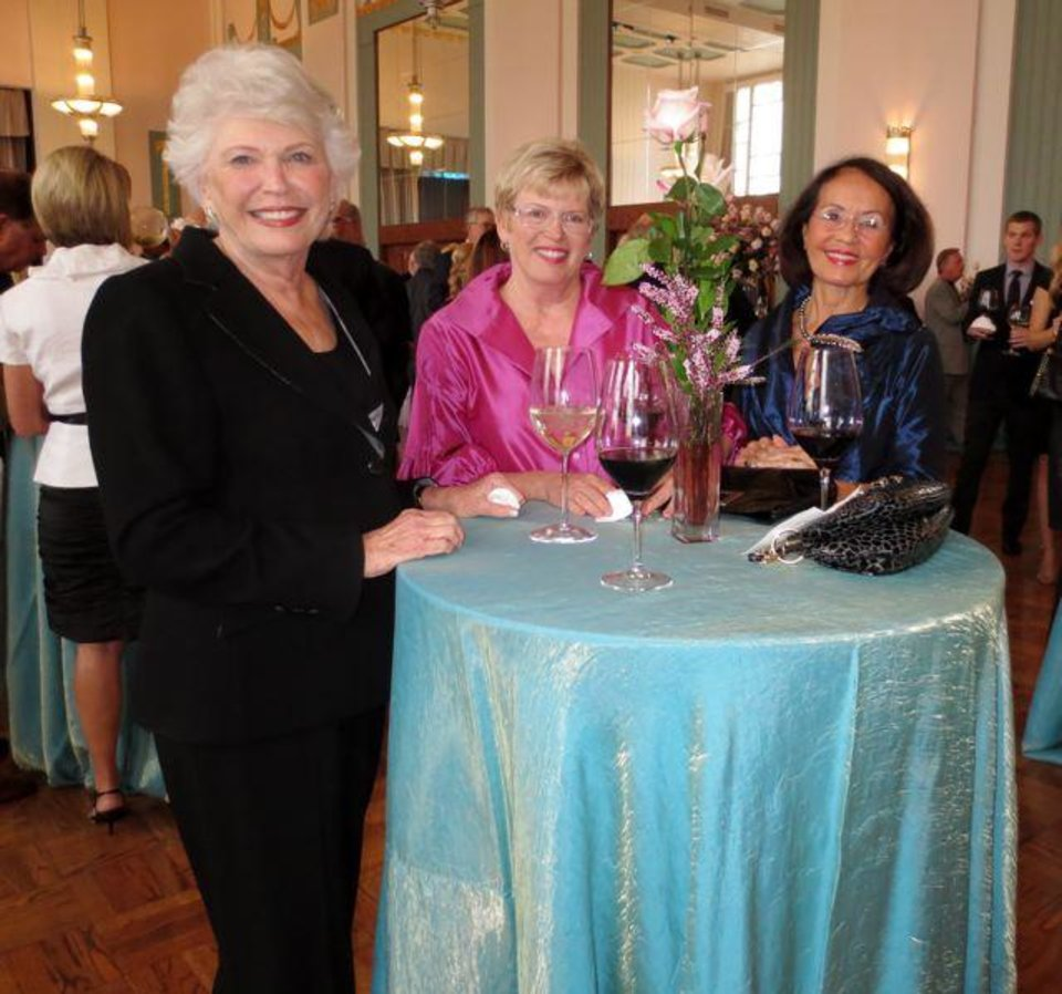 Phyllis Stough, Sally Bentley and Terri Cooper. (Photo by Helen Ford Wallace).