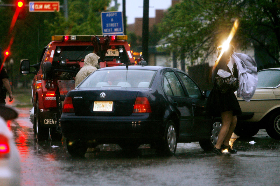 Drivers near Lindsay and Elm found water high enough to flood their vehicles during heavy thunderstorms in Norman, Okla. on Wednesday, April 29, 2009.   Photo by Steve Sisney, The Oklahoman