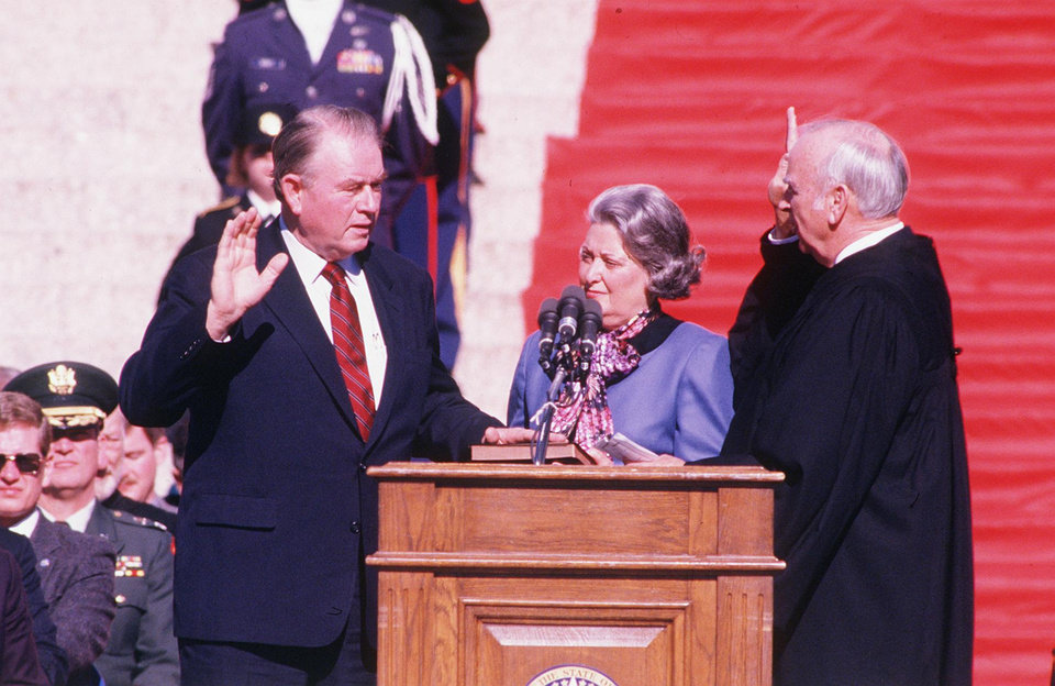 Photo - FORMER GOVERNOR / GOV. / HENRY BELLMON / DEATH / DIED TUESDAY, 09/28/2009: Swearing in: Henry Bellmon being sworn in as governor, 1/13/1987