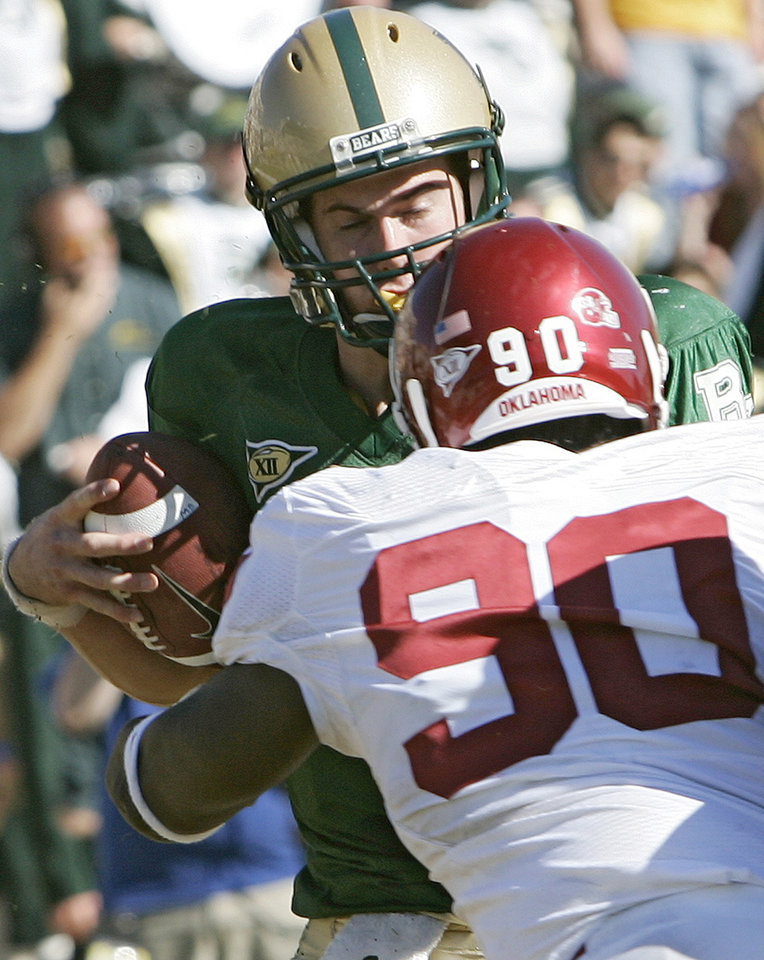 Photo - Oklahoma's Steven Coleman (90) puts a hit on Baylor quarterback Blake Szymanski (6) in the second half during the University of Oklahoma Sooners (OU) college football game against Baylor University Bears (BU) at Floyd Casey Stadium, on Saturday, Nov. 18, 2006, in Waco, Texas.     by Chris Landsberger, The Oklahoman