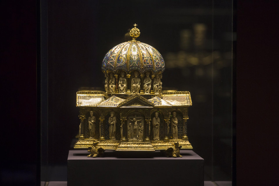 Photo - FILE - In this  Jan. 9, 2014 file picture  the medieval Dome Reliquary (13th century) of the Welfenschatz, is displayed at the Bode Museum in Berlin. A panel set up by the German government says a medieval treasure at the center of a long-running ownership dispute should stay with a Berlin museum and not be given to the heirs of Nazi-era Jewish art dealers. Thursday's March 20, 2014  recommendation on the fate of the Welfenschatz, or Guelph Treasure, by a decade-old commission created to help resolve restitution claims isn't binding but carries moral weight.   (AP Photo/Markus Schreiber,file)