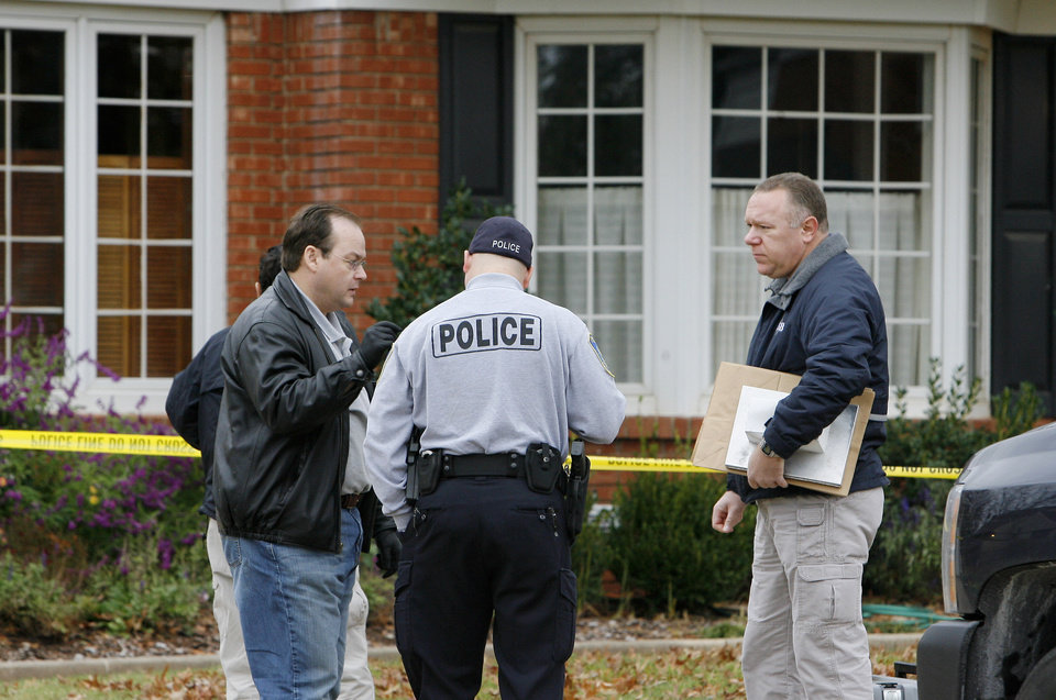 Photo - Nichols Hills police and OSBI agents investigate a death at 1715 Elmhurst in Nichols Hills Monday, Nov. 16, 2009. Photo by Paul B. Southerland, The Oklahoman