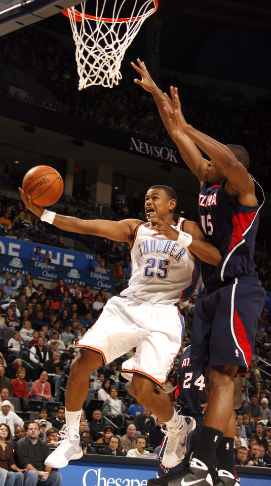 Photo - Oklahoma City's Earl Watson (25) shoots a layup as Atlanta's Al Horford (15) defends during the first half of the NBA game between Oklahoma City Thunder and the Atlanta Hawks, Sunday, Nov. 9, 2008, at  the Ford Center, Oklahoma City. PHOTO BY SARAH PHIPPS, THE OKLAHOMAN