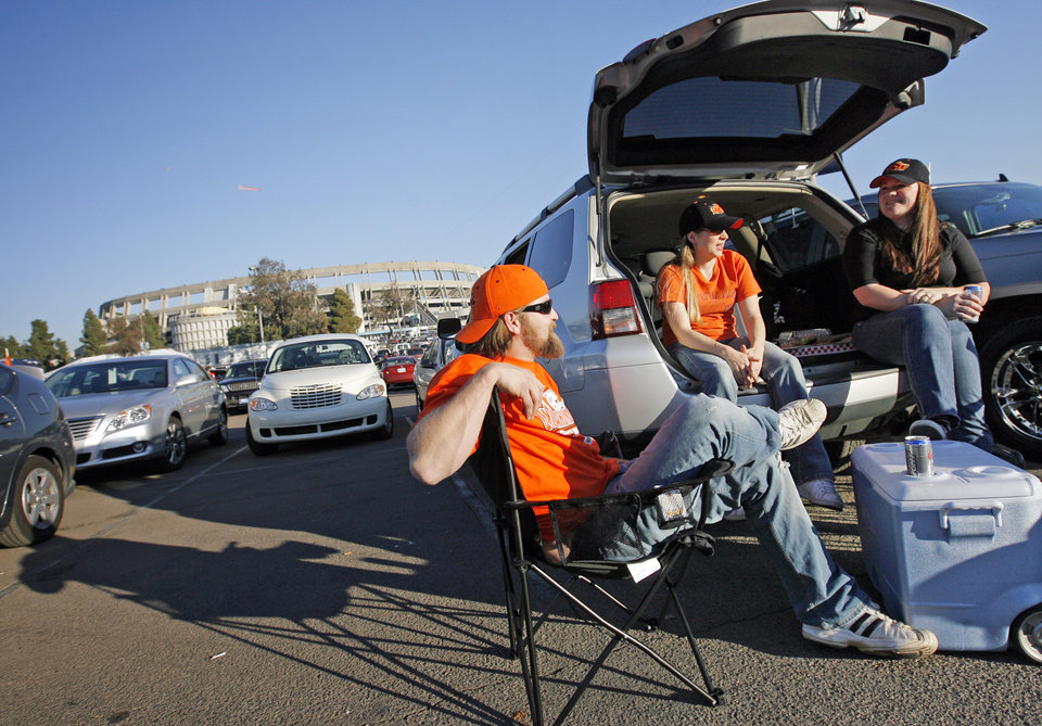 From left, Nicholas Wood, his wife Phenix Wood, both of Los Angeles, and Amber Maslak, of Inland Empire, Cali., tailgate outside the stadium before the Holiday Bowl college football game between Oklahoma State and Oregon at Qualcomm Stadium in San Diego, Tuesday, Dec. 30, 2008. Nicholas Wood is originally from Mannford, Okla. PHOTO BY NATE BILLINGS, THE OKLAHOMAN