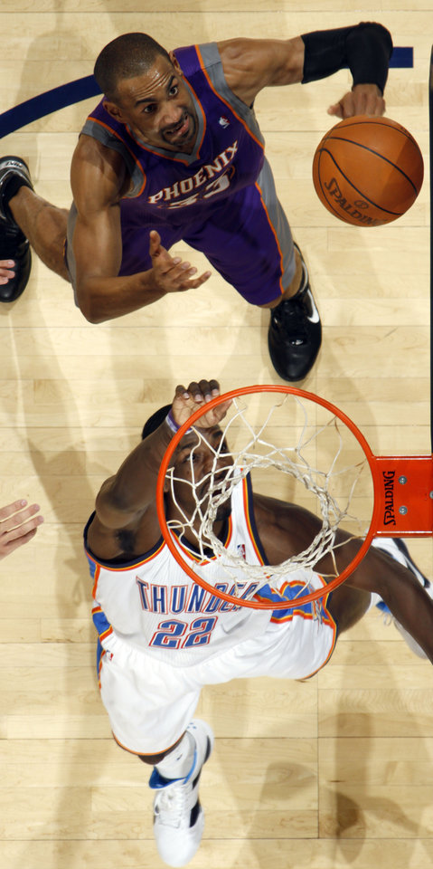 Photo - Oklahoma City's Jeff Green (22) and Phoenix's Grant Hill position for a rebound during the NBA basketball game between  the Oklahoma City Thunder and the Phoenix Suns, Sunday, Dec. 19, 2010, at the Oklahoma City Arena. Photo by Sarah Phipps, The Oklahoman