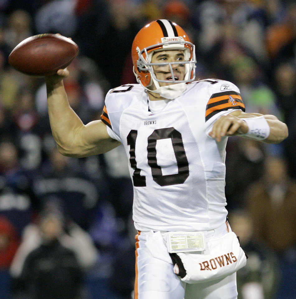 Photo - Cleveland Browns quarterback Brady Quinn throws during the second half of the NFL football game against the Buffalo Bills at Ralph Wilson Stadium in Orchard Park, N.Y., Monday, Nov. 17, 2008. The Browns won 29-27.(AP Photo/David Duprey) ORG XMIT: NYDD111