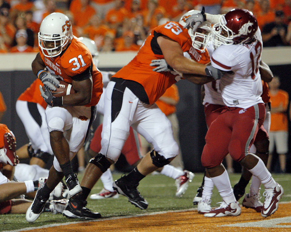 Photo - OSU's Jeremy Smith (31) rushes for a touchdown as Jordan Taormina (63) blocks WSU's C.J. Mizell (12) in the fourth quarter during the college football game between the Washington State Cougars (WSU) and the Oklahoma State Cowboys (OSU) at Boone Pickens Stadium in Stillwater, Okla., Saturday, September 4, 2010. OSU won, 65-17. Photo by Nate Billings, The Oklahoman