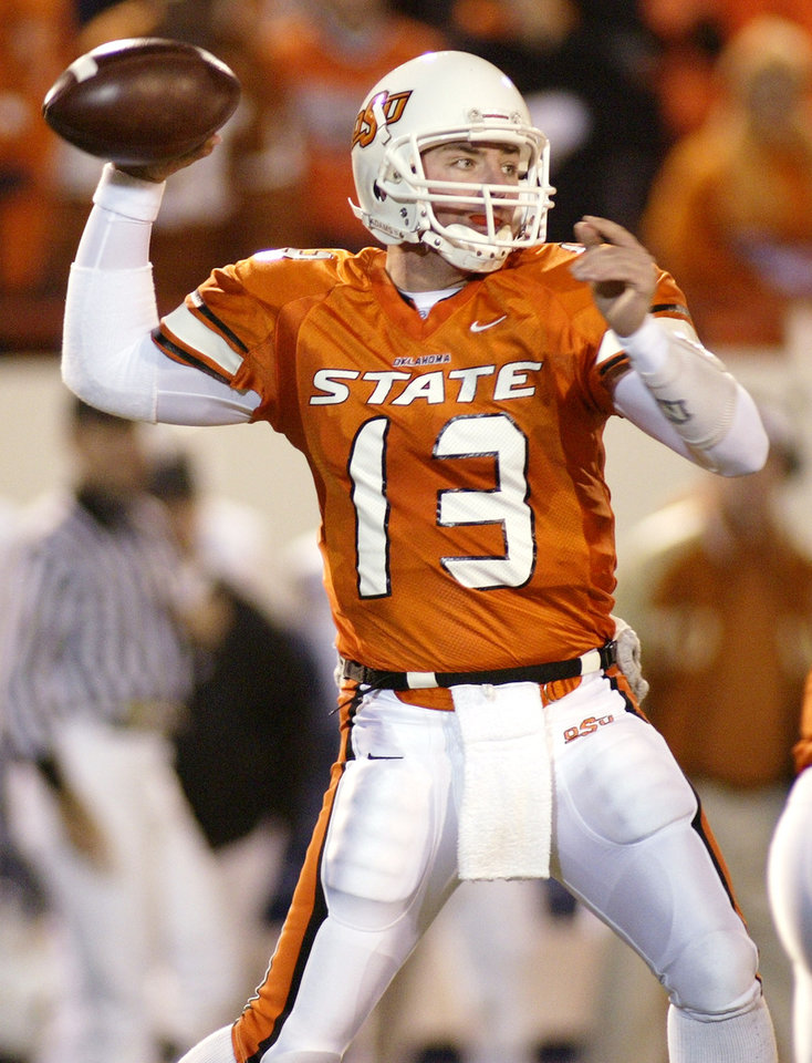 Photo - Oklahoma State University (OSU) vs Texas college football in Stillwater, Okla. on Nov. 8, 2003.  Quarterback Josh Fields in the second quarter.  Staff photo by Doug Hoke.