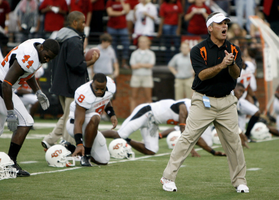 Photo - OSU defensive coordinator Tim Beckman yells instructions to players during warmups before the college football game between the Troy University Trojans and the Oklahoma State University Cowboys at Movie Gallery Veterans Stadium in Troy, Ala., Friday, September 14, 2007. BY MATT STRASEN, THE OKLAHOMAN ORG XMIT: KOD