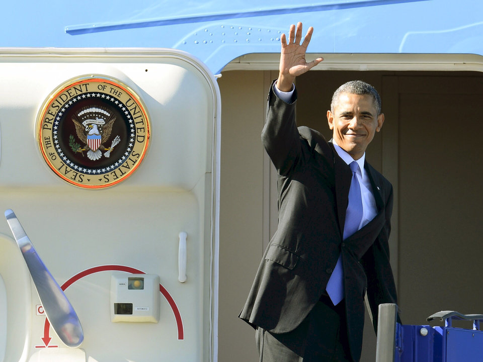 Photo - U.S. President Barack Obama waves from Air Force One during his departure at Stockholm-Arlanda International Airport, Thursday, Sept. 5, 2013, in Stockholm, Sweden. Obama is traveling to St. Petersburg, Russia, to meet with foreign leaders at the G20 economic summit.  (AP Photo/Claudio Bresciani) SWEDEN OUT