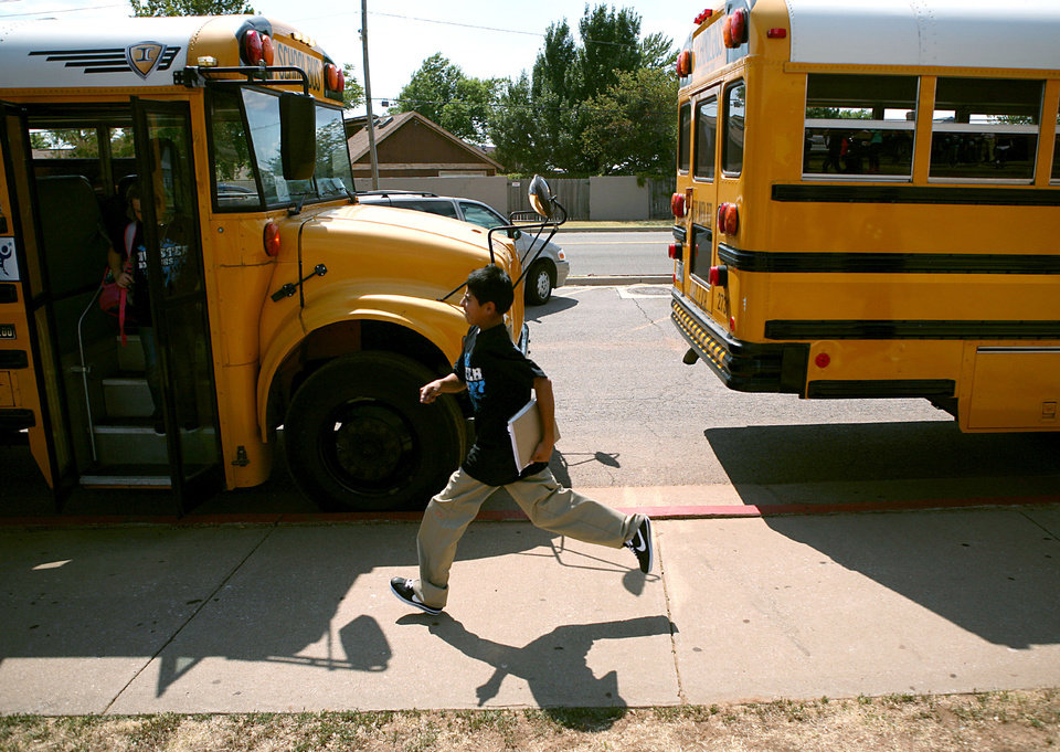Photo - HEAT / HOT WEATHER: A student rushes to board his school bus outside Webster Middle School in Oklahoma City on Monday, Aug. 1, 2011. Photo by John Clanton, The Oklahoman ORG XMIT: KOD