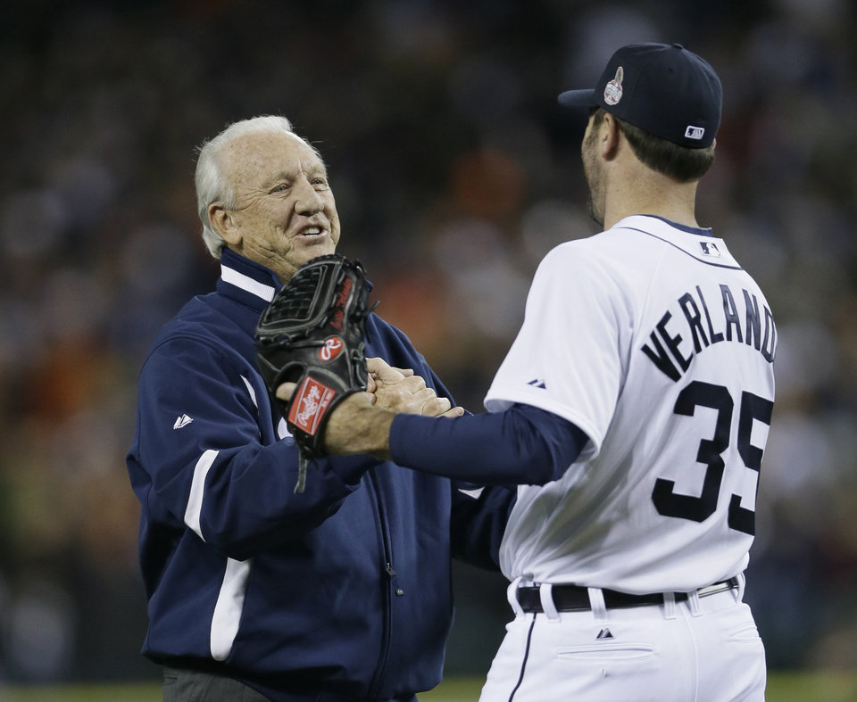 Photo -   Detroit Tigers' Justin Verlander greets former Tiger Al Kaline before Kaline tosses out the ceremonial first pitch before Game 3 of baseball's World Series against the San Francisco Giants Saturday, Oct. 27, 2012, in Detroit. (AP Photo/Matt Slocum)