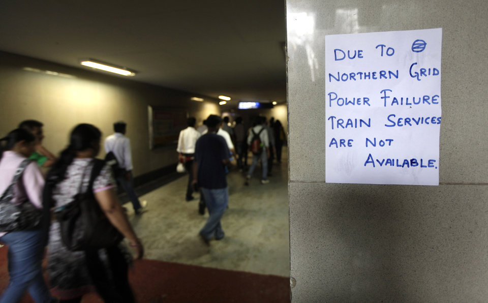 Photo -   A handwritten notice about power failure is pasted outside a Metro station after Delhi Metro rail services were disrupted following power outage in New Delhi, India, Tuesday, July 31, 2012. India's energy crisis cascaded over half the country Tuesday when three of its regional grids collapsed, leaving more than 600 million people without government-supplied electricity in one of the world's biggest-ever blackouts.(AP Photo/ Manish Swarup)