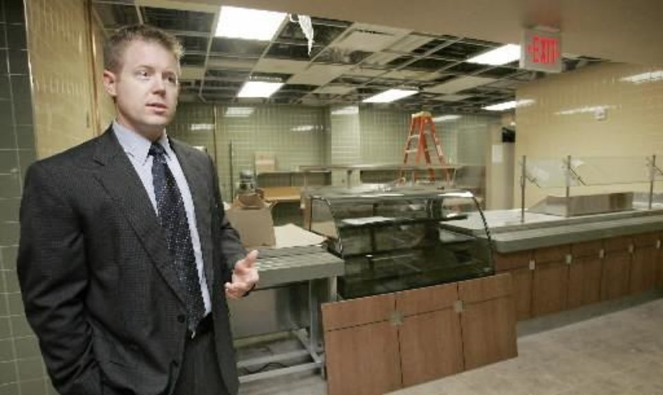 Photo - COO John Austin shows the cafeteria area as he gives a tour of the new Oklahoma Heart Hospital south campus Thurs. Aug. 20, 2009. Photo by Jaconna Aguirre