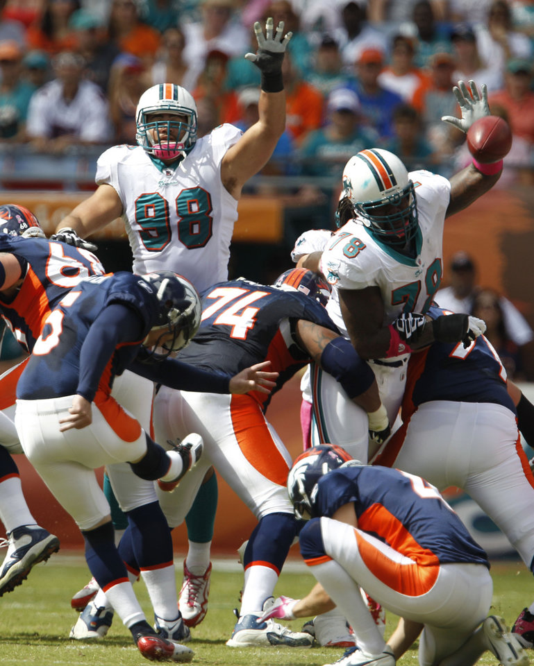Photo -   Denver Broncos' Matt Prater (5) misses a field goal during the first half of an NFL football game against the Miami Dolphins, Sunday, Oct. 23, 2011, in Miami. (AP Photo/Lynne Sladky)