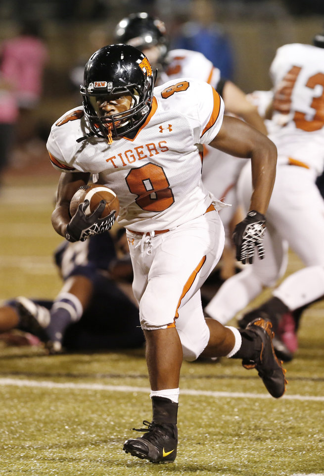 Norman's A'erion Hines breaks loose on a long touchdown run in the first half against Southmoore in Moore, Friday  October 12, 2012. Photo By Steve Gooch, The Oklahoman