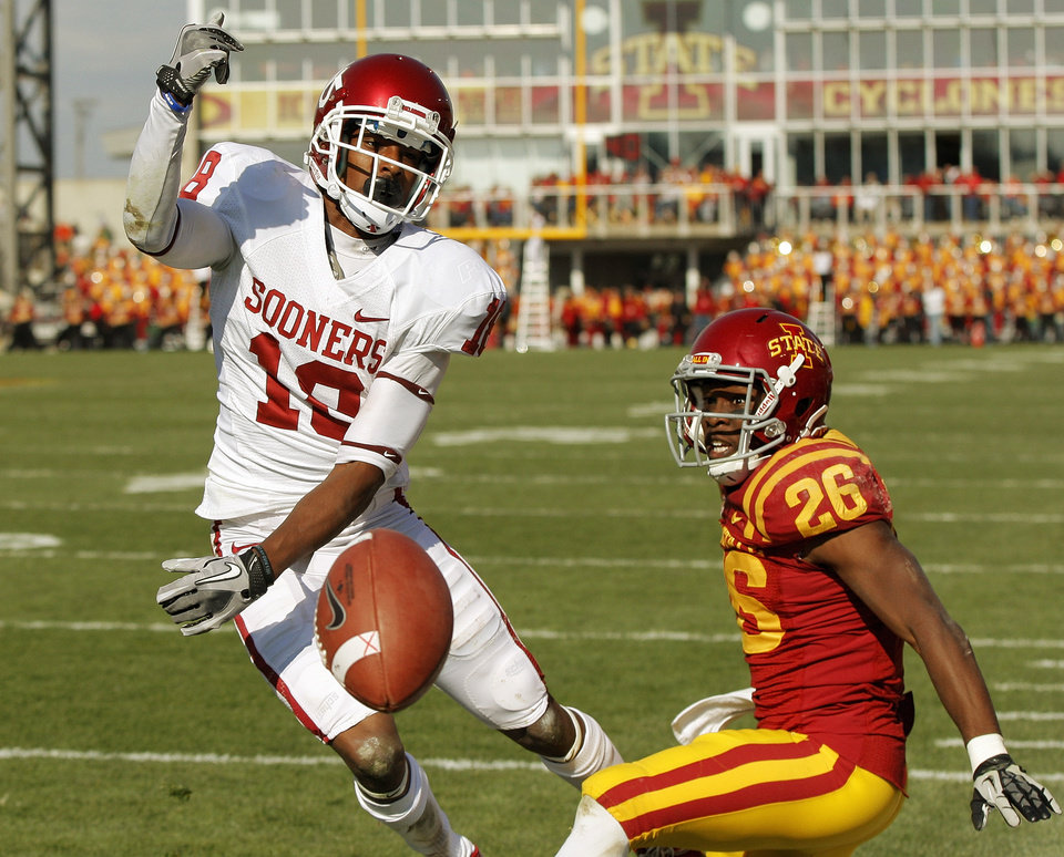 A pass intended for Oklahoma\'s Jalen Saunders (18) in the end zone falls incomplete as Iowa State\'s Deon Broomfield (26) defends in the third quarter during a college football game between the University of Oklahoma (OU) and Iowa State University (ISU) at Jack Trice Stadium in Ames, Iowa, Saturday, Nov. 3, 2012. OU won, 35-20. Photo by Nate Billings, The Oklahoman