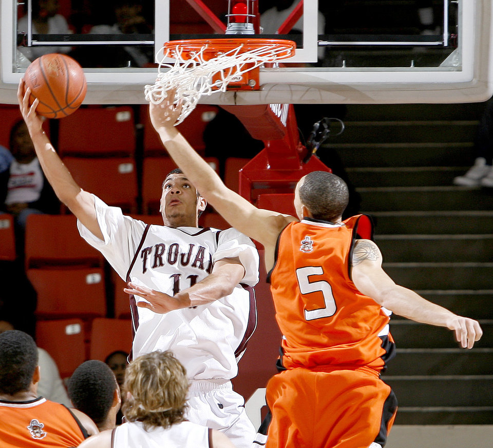 Photo - Jenks' Bryson Pope scores a basket beside Putnam City's Kyle Hardrick during the Class 6A boys championship game between Putnam City and Jenks in the Oklahoma High School Basketball Championships at Lloyd Noble Arena in Norman, Okla., Saturday, March 14, 2009. PHOTO BY BRYAN TERRY, THE OKLAHOMAN