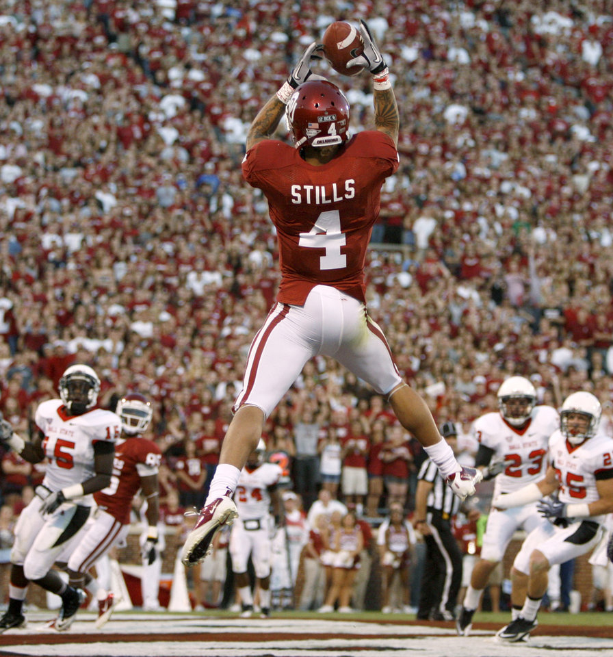 Photo - Oklahoma's Kenny Stills (4) catches a touchdown pass during the college football game between the University of Oklahoma Sooners (OU) and the Ball State Cardinals at Gaylord Family-Memorial Stadium on Saturday, Oct. 01, 2011, in Norman, Okla. Photo by Bryan Terry, The Oklahoman