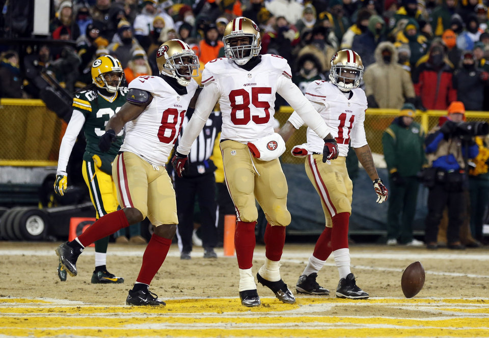 Photo - San Francisco 49ers tight end Vernon Davis (85) celebrates a touchdown catch with wide receiver Anquan Boldin (81) during the second half of an NFL wild-card playoff football game, Sunday, Jan. 5, 2014, in Green Bay, Wis. (AP Photo/Jeffrey Phelps)