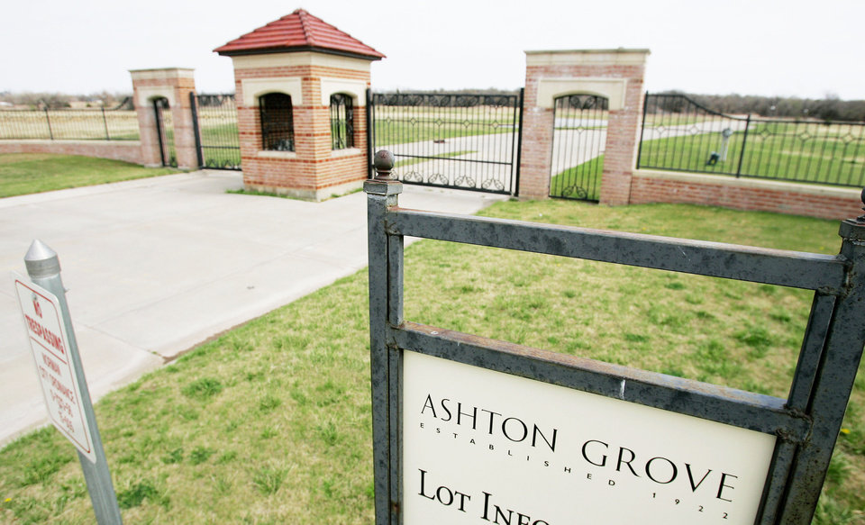 The west electronic entrance to the Ashton Grove gated community in northwest Norman.  PHOTO BY JACONNA AGUIRRE, THE OKLAHOMAN