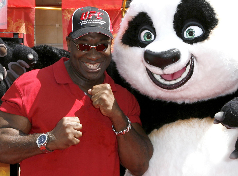 Photo -   In this Sunday, June 1, 2008 photo, actor Michael Clarke Duncan poses with