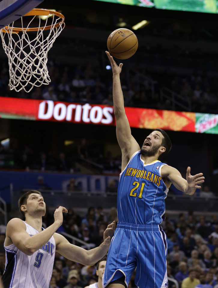 New Orleans Hornets' Greivis Vasquez (21), of Venezuela, makes a shot over Orlando Magic's Nikola Vucevic (9), of Montenegro, during the first half of an NBA basketball game on Wednesday, Dec. 26, 2012, in Orlando, Fla. (AP Photo/John Raoux)