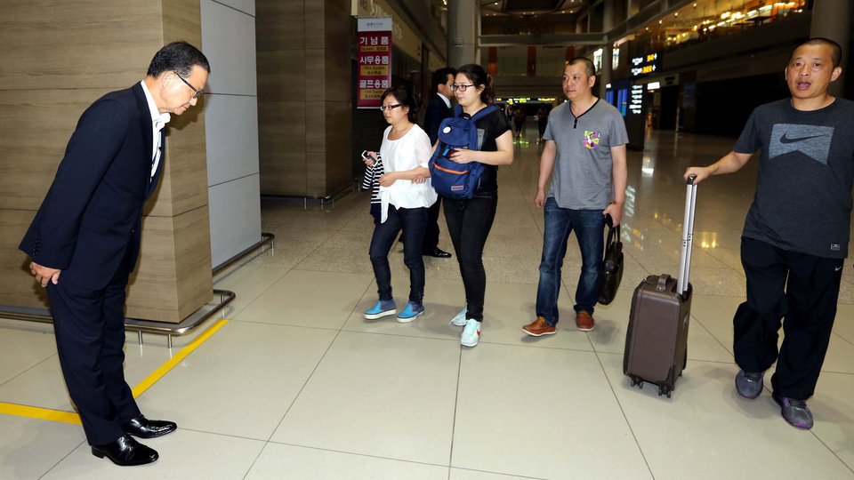 Photo - Asiana Airlines President and CEO Yoon Young-doo, left, greets unidentified family members of two Chinese students killed in an Asiana Airlines plane crash on Saturday at San Francisco International Airport, at the transit lounge of the Incheon International Airport in Incheon, west of Seoul, South Korea, Monday, July 8, 2013. (AP Photo/Korea Pool via Yonhap) KOREA OUT
