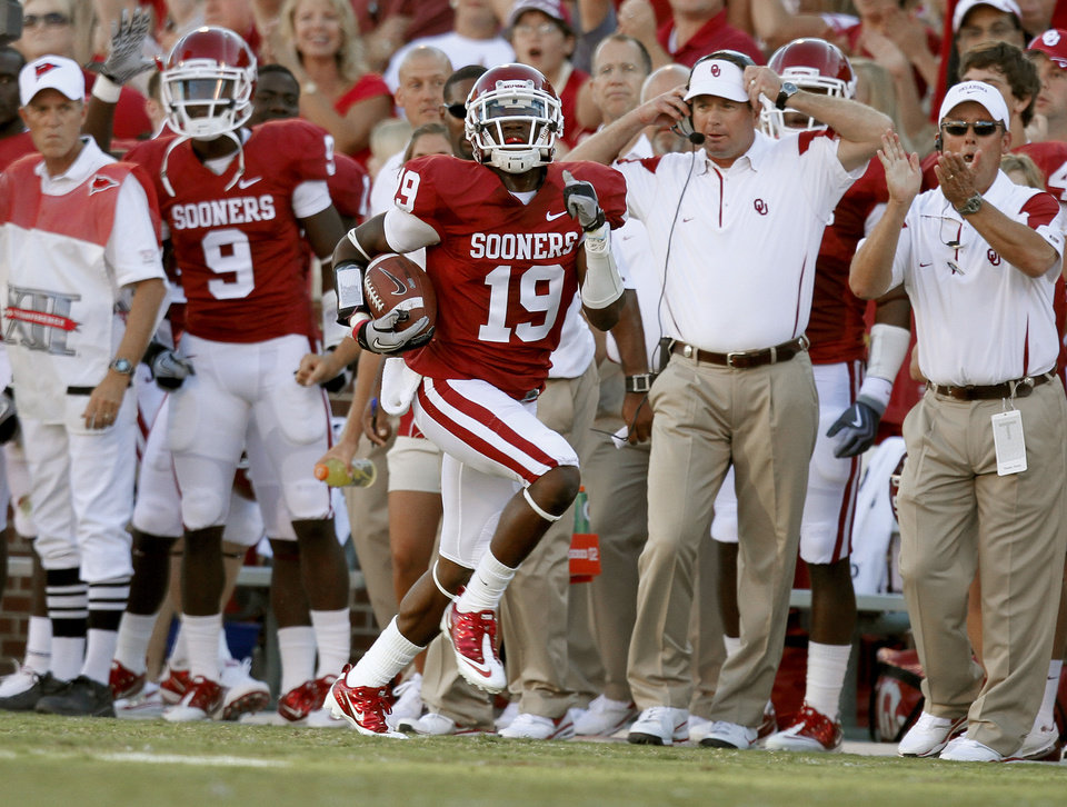 Photo - OU's Demontre Hurst returns an interception during the first half of the college football game between the University of Oklahoma Sooners (OU) and Utah State University Aggies (USU) at the Gaylord Family-Oklahoma Memorial Stadium on Saturday, Sept. 4, 2010, in Norman, Okla.   Photo by Bryan Terry, The Oklahoman