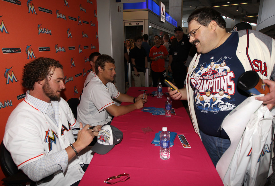 Photo - Former Boston Red Sox and now Miami Marlins catcher Jarrod Saltalamacchia signs an autograph for Red Sox fan Dan Edmonds at the Marlins' Winter Warm-Up on Saturday, Feb. 15, 2014, in Miami. (AP Photo/El Nuevo Herald, David Santiago) MAGS OUT