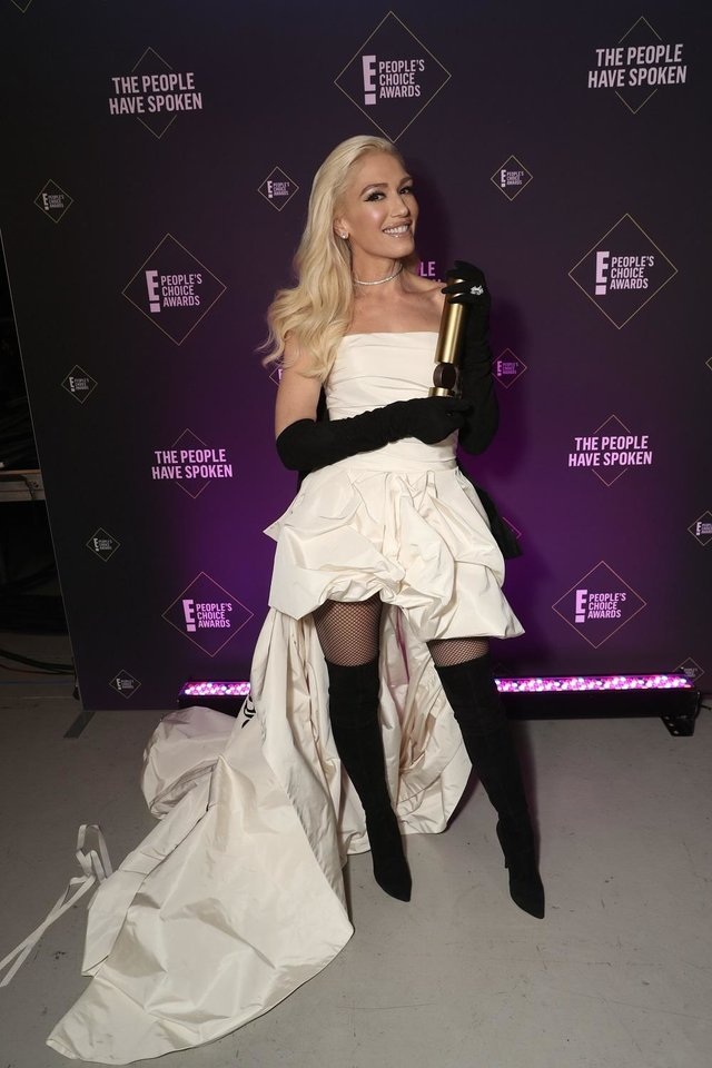 Photo - Gwen Stefani, winner of the Fashion Icon of 2019 award, poses  backstage during the 2019 E! People's Choice Awards at the Barker Hangar on November 10, 2019. [Photo by Todd Williamson/E! Entertainment]