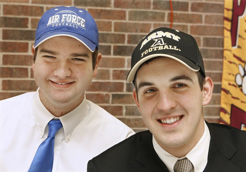 Chris Jackson, left, signs to play for the Air Force Academy and Hunter Frantz signs to play for Army at West Point during a signing ceremony at Putnam City North High School in Oklahoma City Wednesday, Feb. 4, 2009. BY PAUL B. SOUTHERLAND, THE OKLAHOMAN