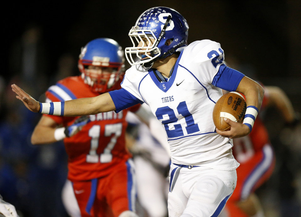 Photo - Stroud's Ryan McElvany runs against Oklahoma Christian School during a high school football playoff game in Edmond, Friday, Nov. 23, 2012. Photo by Bryan Terry The Oklahoman
