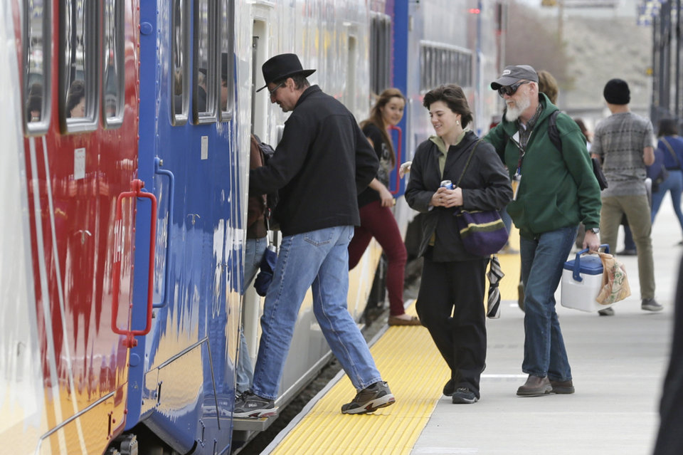 Photo - Commuters board the