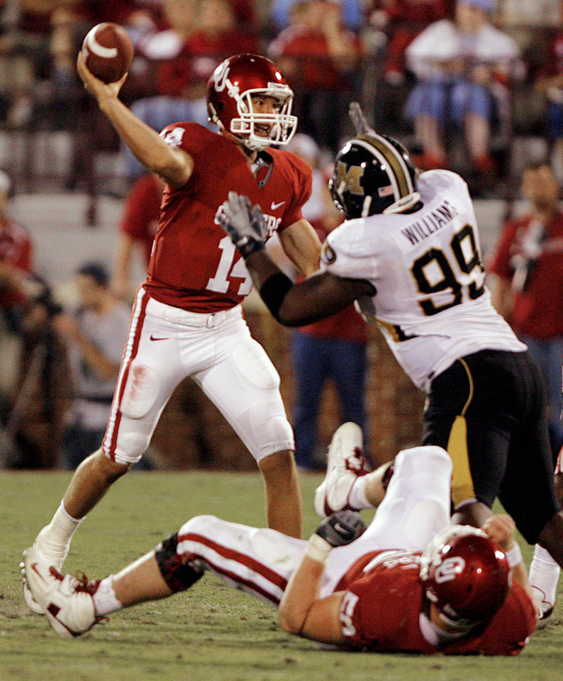 Photo - Oklahoma quarterback Sam Bradford (14) gets off a pass under the pressure of Missouri's Lorenzo Williams (99) during the second half of the college football game between  the University of Oklahoma Sooners (OU) and the University of Missouri Tigers (MU) at the Gaylord Family Oklahoma Memorial Stadium on Saturday, Oct. 13, 2007, in Norman, Okla.By CHRIS LANDSBERGER, The Oklahoman