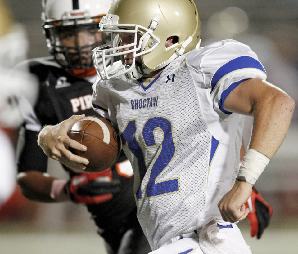 Photo - Choctaw's Tanner Hessman runs the ball during a high school football game between Putnam City and Choctaw in Oklahoma CIty, Thursday, September 16,  2010.  Photo by Bryan Terry, The Oklahoman