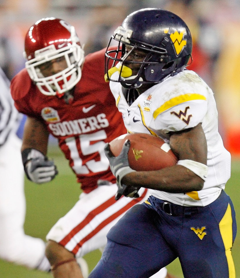 Photo - WVU's Noel Devine (7) runs for a touchdonw past OU's Dominique Franks (15) in the fourth quarter of the Fiesta Bowl college football game between the University of Oklahoma Sooners (OU) and the West Virginia University Mountaineers (WVU) at The University of Phoenix Stadium on Wednesday, Jan. 2, 2008, in Glendale, Ariz. WVU won, 48-28. BY NATE BILLINGS, THE OKLAHOMAN