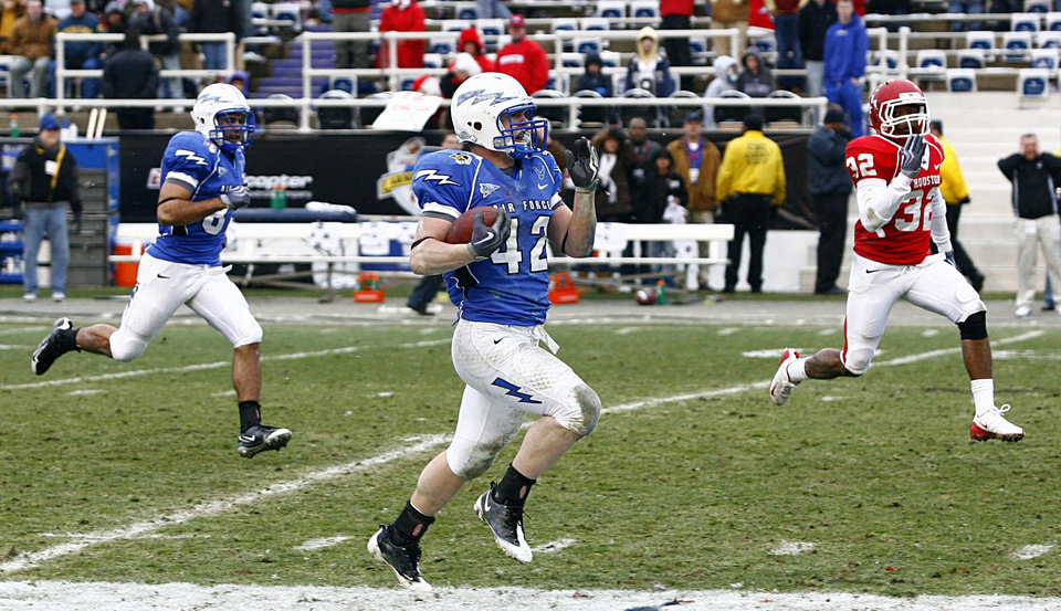 Photo - Air Force running back Jared Tew (42) beats out Houston cornerback Jamal Robinson (32) to score during the second half of the Armed Forces Bowl NCAA college football game Thursday, Dec. 31, 2009, in Fort Worth, Texas.  Air Force beat Houston 47-20.  (AP Photo/Tom Pennington) ORG XMIT: TXTP112