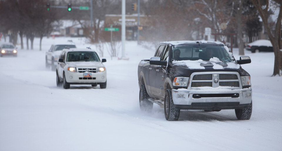 Photo - Traffic on Boulevard in Edmond, Friday, December, 6, 2013. Photo by David McDaniel, The Oklahoman