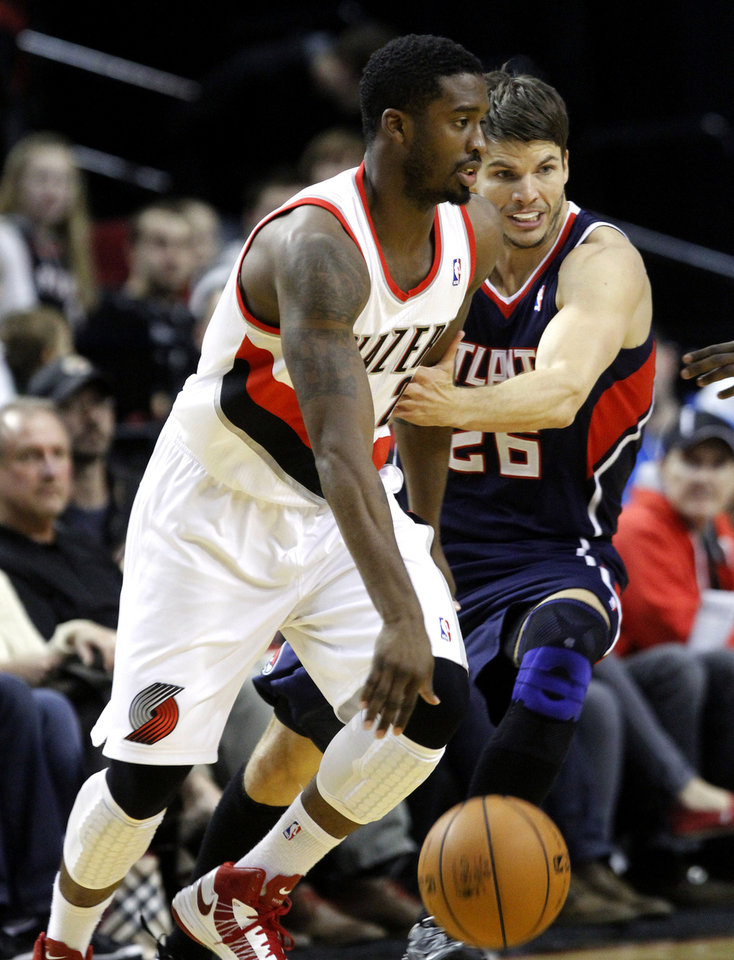 Portland Trail Blazers guard Wesley Matthews, left, drives on Atlanta Hawks guard Kyle Korver during the first half of their NBA basketball game in Portland, Ore., Monday, Nov. 12, 2012. (AP Photo/Don Ryan)