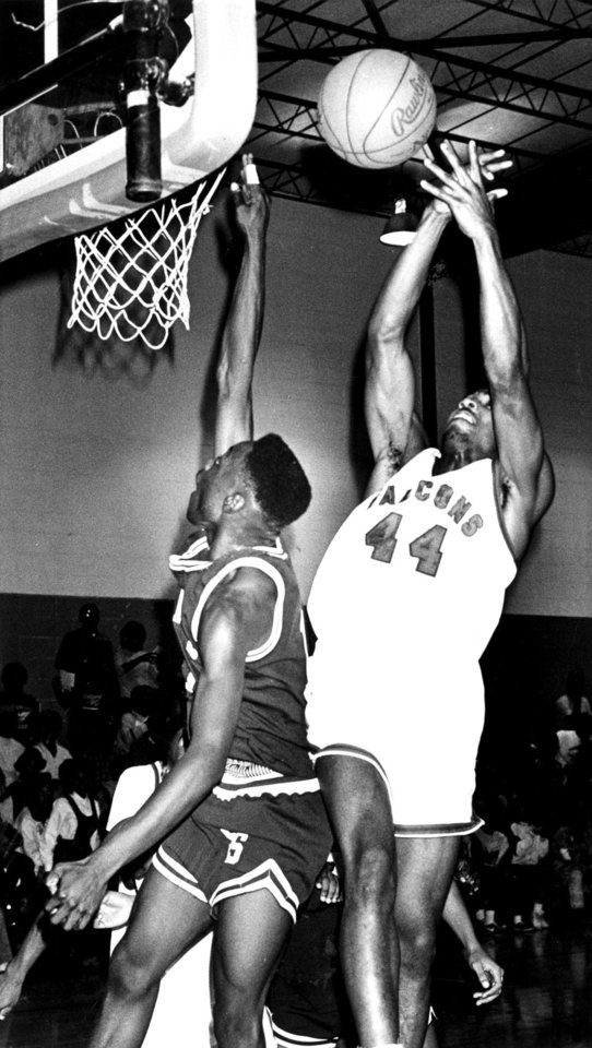 Mandrell Dean,  Millwood High School basketball player