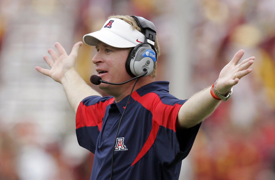 Photo - University of Arizona head coach Mike Stoops gestures during the first half of their college football game against Southern California, Saturday, Oct. 13, 2007, in Los Angeles. USC won 20-13. (AP Photo/Mark J. Terrill) ORG XMIT: LAC113