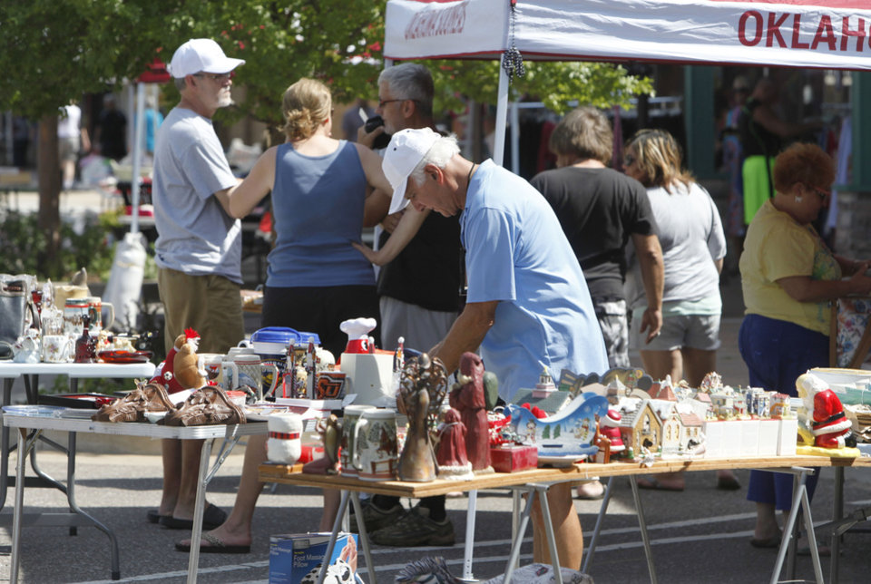 Photo -  Visitors to downtown Edmond's Krazy Daze sale look for bargains. PHOTO BY PAUL HELLSTERN, THE OKLAHOMAN   PAUL HELLSTERN -