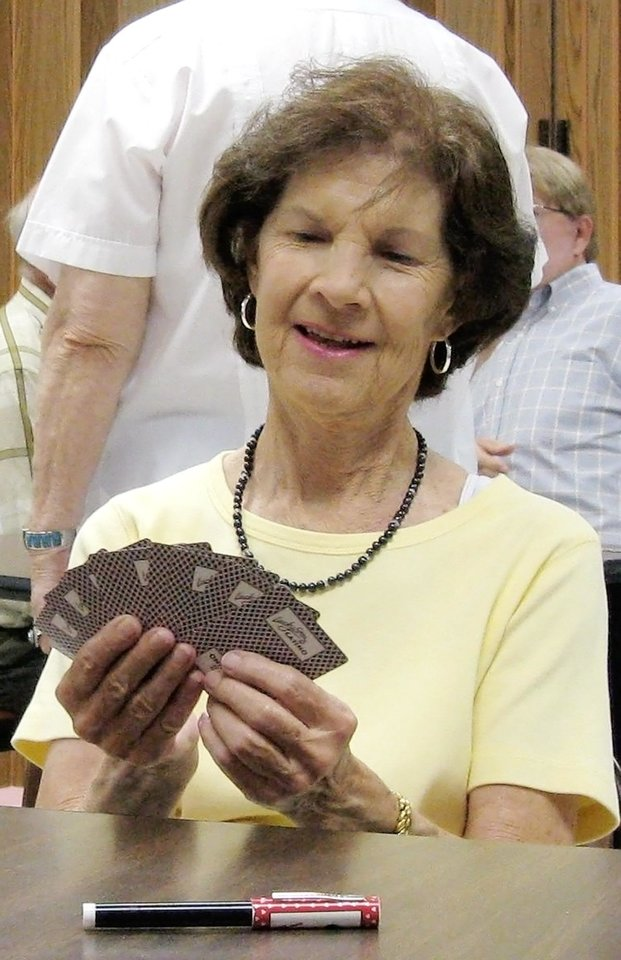 Photo - SENIOR CITIZEN: Fonda Damme, Oklahoma City, plays a card game at the Will Rogers Senior Center in Oklahoma City. BY TIM HENLEY, THE OKLAHOMAN ORG XMIT: KOD