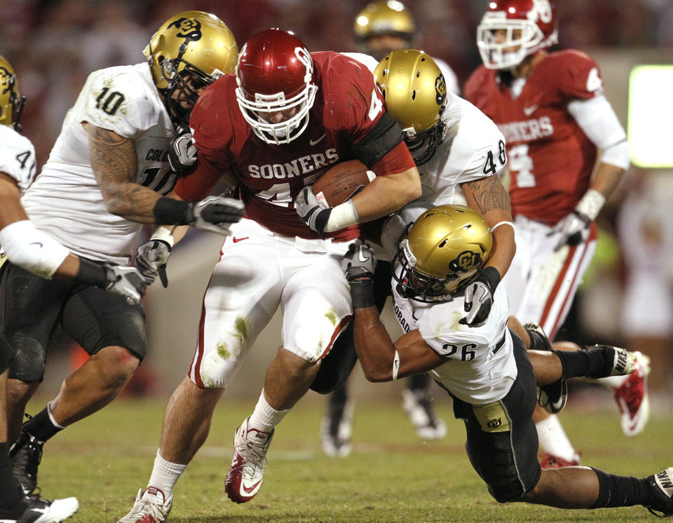 Photo - Trent Ratterree (47) carries after a catch during the first half of the college football game between the University of Oklahoma (OU) Sooners and the University of Colorado Buffaloes at Gaylord Family-Oklahoma Memorial Stadium in Norman, Okla., Saturday, October 30, 2010.  Photo by Steve Sisney, The Oklahoman