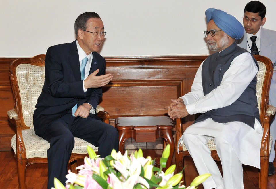Photo -   In this photo released by India's Prime Minister's Office Photo Division, U.N. Secretary-General Ban Ki-moon, left, speaks with India's Prime Minister Manmohan Singh during their meeting in New Delhi Friday, April 27, 2012. Ban arrived in New Delhi on Thursday to meet with government officials and business leaders. (AP Photo/Prime Minister's Office Photo Division, B M Meena)