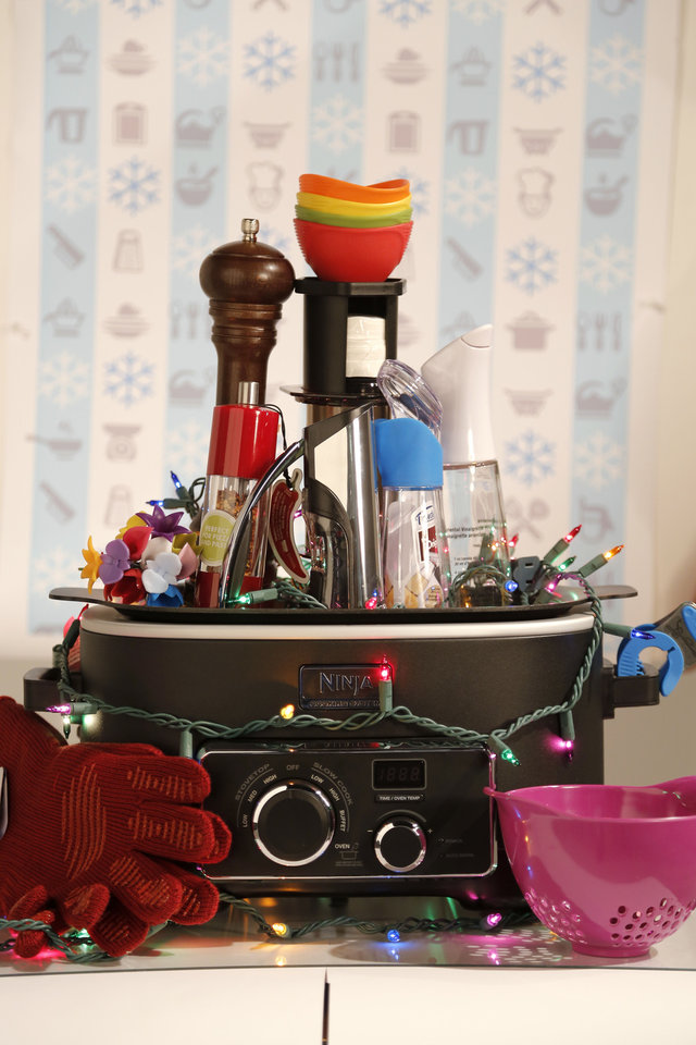 CHRISTMAS COOKING GIFTS: Christmas gift ideas for cooks Wednesday, November 21, 2012. Photo by Doug Hoke, The Oklahoman