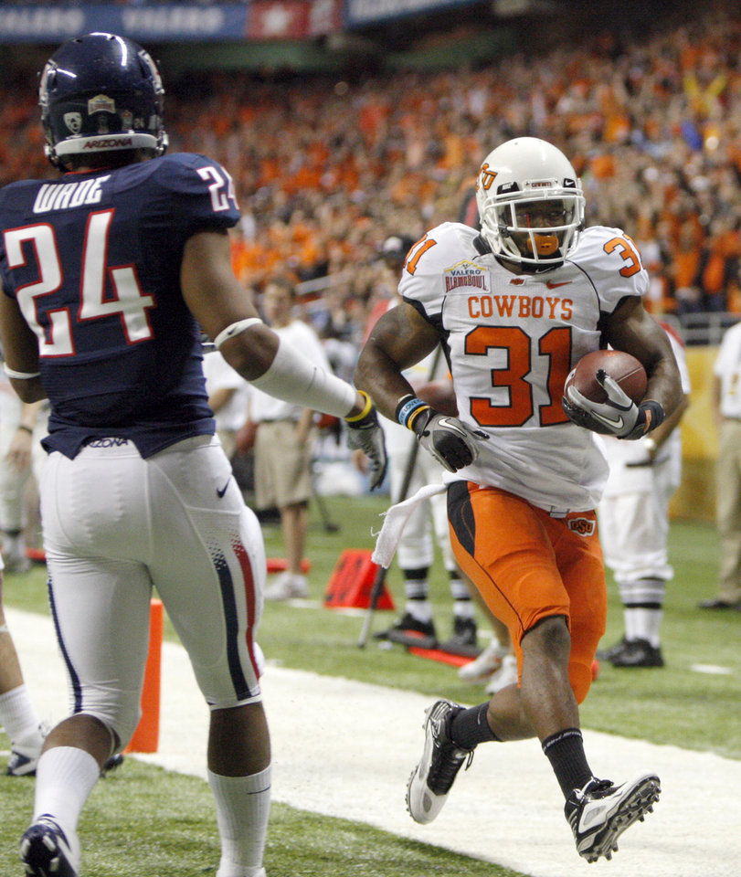 Photo - Oklahoma State's Jeremy Smith (31) scores a touchdown in front of Trevin Wade (24) during the Valero Alamo Bowl college football game between the Oklahoma State University Cowboys (OSU) and the University of Arizona Wildcats at the Alamodome in San Antonio, Texas, Wednesday, December 29, 2010. Photo by Sarah Phipps, The Oklahoman